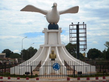 51 peace monuments in africa for Au rond point de la piscine